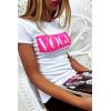T-shirt blanc en coton avec écriture Vogue à l'avant. Mode femme