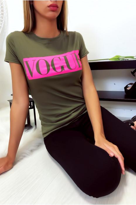 T-shirt kaki en coton avec écriture Vogue à l'avant. Mode femme