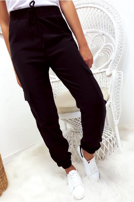 Zwarte broek met zakken en kant