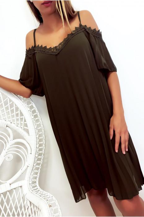 Sublime robe tunique plissé kaki avec épaules dénudé en dentelle