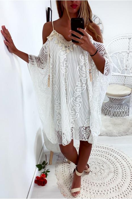 Sublime robe tunique en dentelle avec broderie au buste