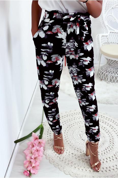 Pantalon fluide motif fleur en fond noir avec poche et ceinture