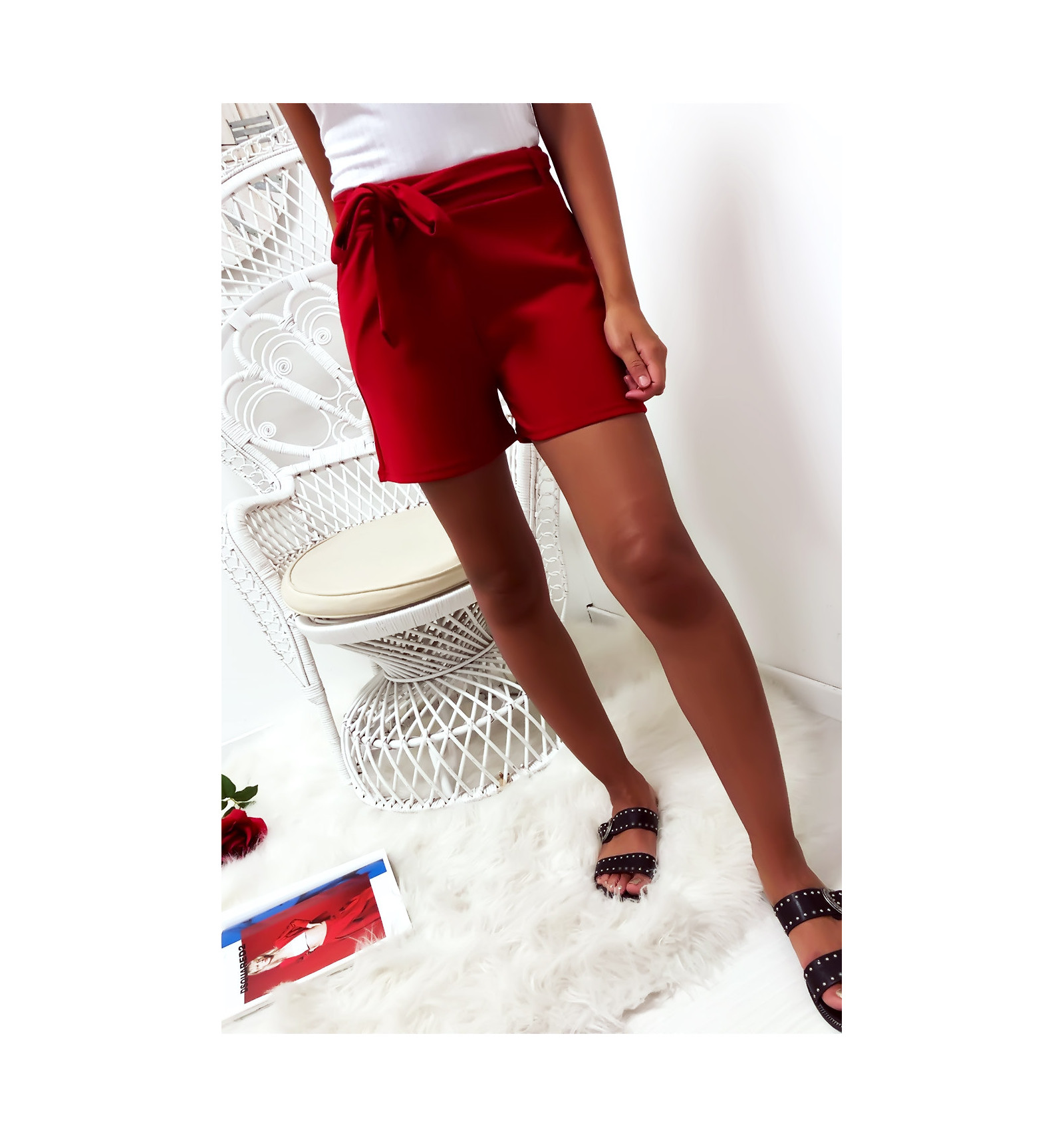 Short rouge avec poche et ceinture. Mode femme à prix mini