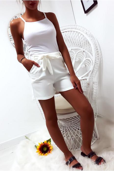 Short blanc avec poche et ceinture. Mode femme à prix mini. Short  18521