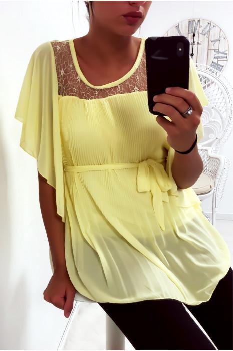 Sublime blouse jaune plissé avec dentelle au buste, manches volante et ceinture