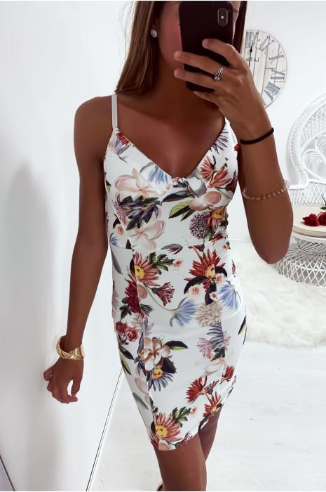 jolie robe blanche fleuri a bretelle et bonnet integré