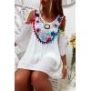Mooie witte blouse met mooie kleurrijke borduursels op de voorkant, blote schouders