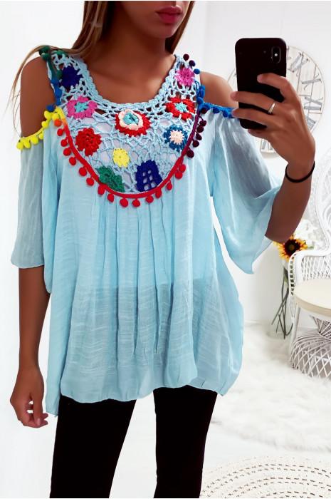 Jolie blouse turquoise avec magnifique broderie coloré à l'avant, épaules dénudé