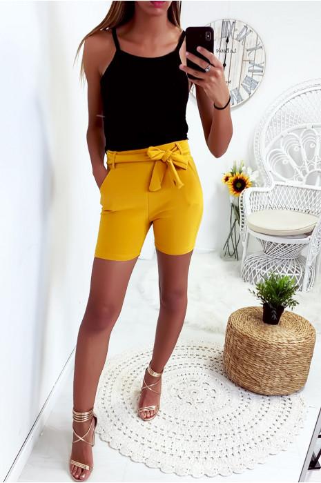 Joli short moutarde extensible avec poche et ceinture