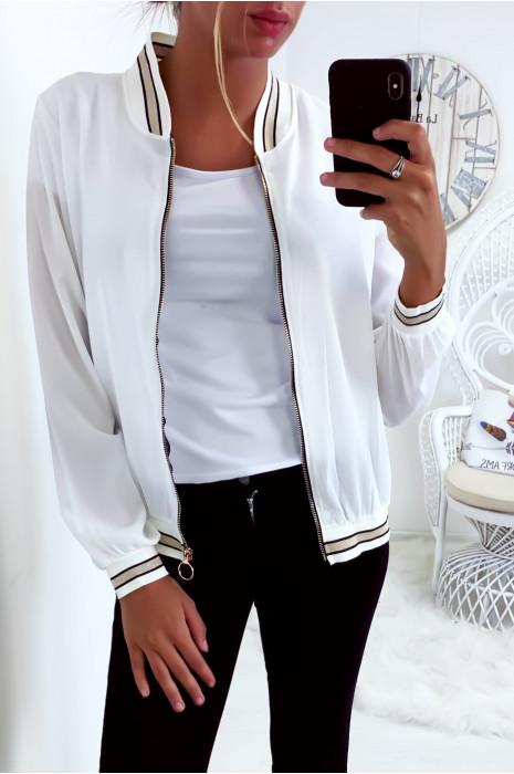 jolie petite veste d'été légère en blanc
