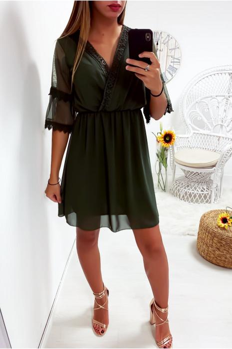 Sublime robe tunique kaki croisé avec dentelle au col et sur les manches