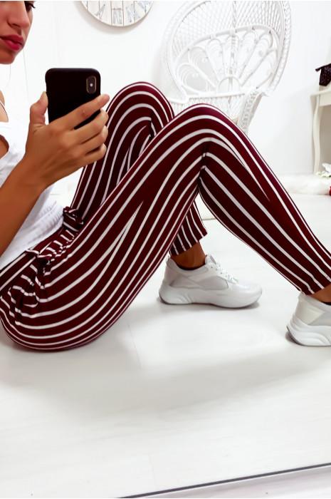 Pantalon slim rayé bordeaux et blanc avec poches et ceinture