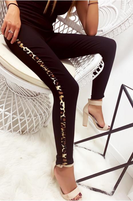 Pantalon noir en stretch avec bande léopard sur les cotés et poches à l'arrière