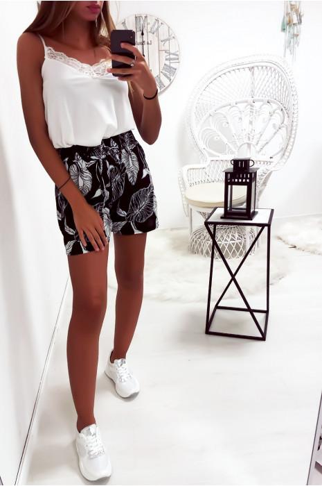 Short noir en coton avec motif fleuris très fashion et agréable à porter