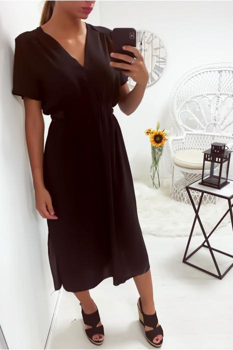 Jolie robe noir froncé aux épaules avec une ceinture intégré à la taille