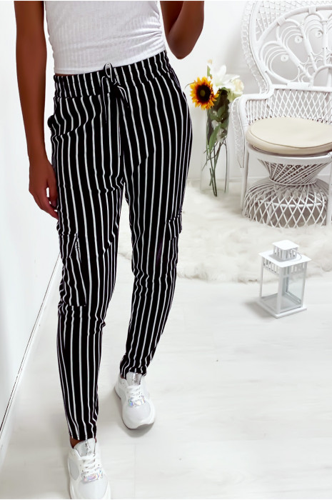 Pantalon jegging rayé marine et blanc avec poches sur les cotés