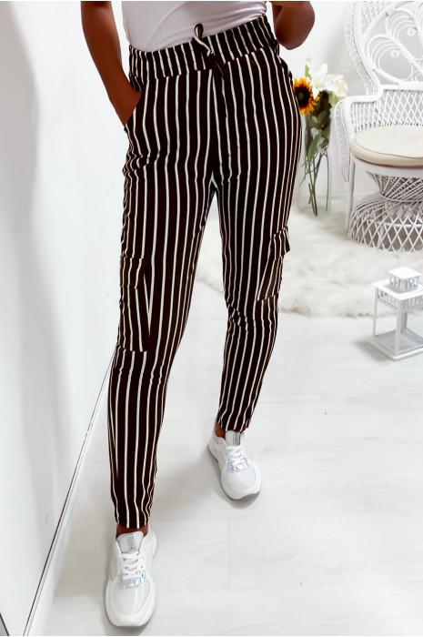 Pantalon jegging rayé kaki et blanc avec poches sur les cotés