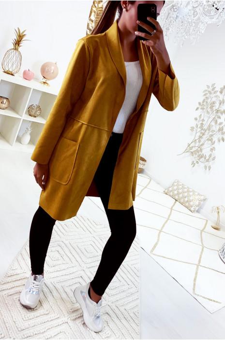 Jolie veste moutarde avec poche dans une jolie matière style daim