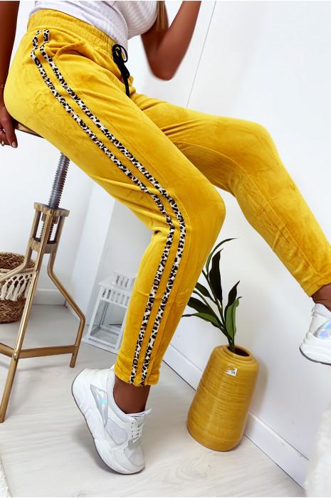 Joli pantalon jogging moutarde en velours avec bandes motif léopard
