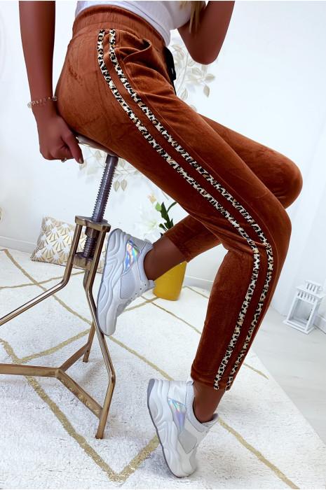 Joli pantalon jogging camel en velours avec bandes motif léopard