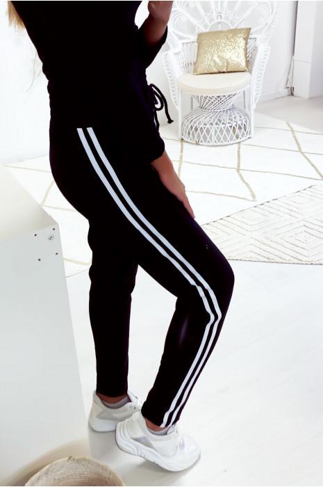 Joli pantalon jogging noir avec poche lacet et bande blanche