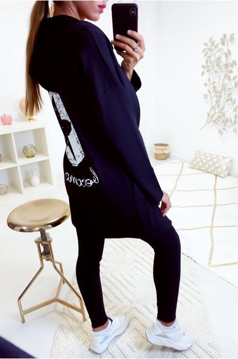 Gilet noir très fashion avec étoile au dos et lacet en bas