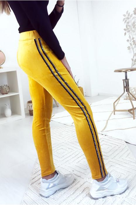 Pantalon jeggings moutarde en velours avec bandes dorés sur les cotés