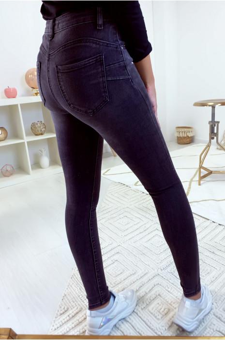 Jeans slim noir jeans délavé avec joli forme arrondi à l'arrière. A1075-1