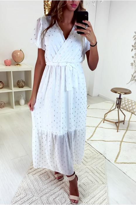Longue robe blanche croisé au buste avec ceinture en voile doublé avec de jolie touche argenté