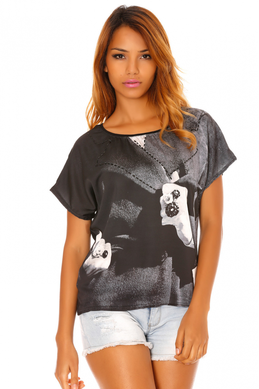 Satijnzwart T-shirt bedrukt met zwarte ringen en strass steentjes. MC918