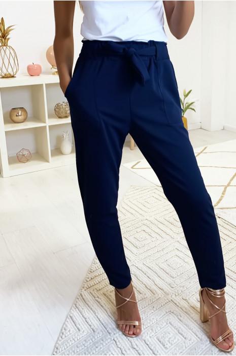 Pantalon cigarette marine avec poches, gros passant et ceinture. 1702