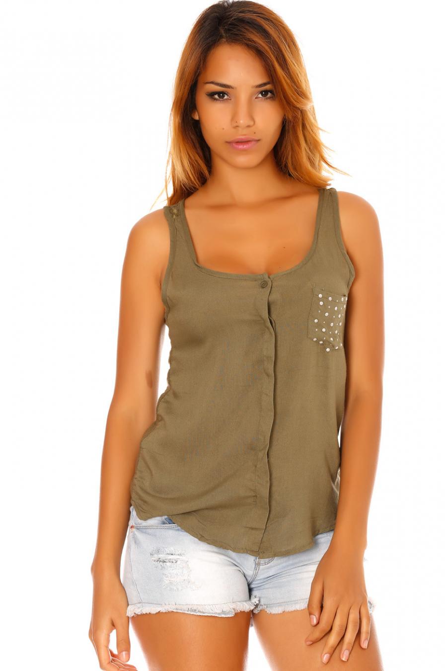 Kaki mouwloze blouse met strass-zakje en kanten achterkant. F2030