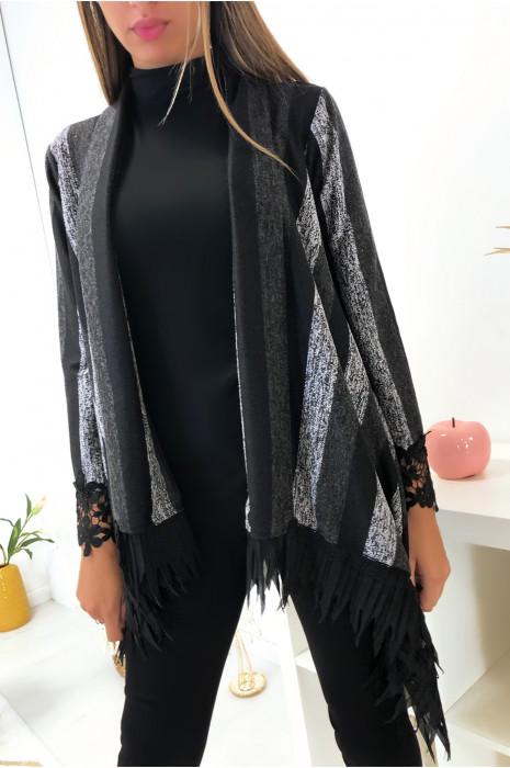 Joli gilet cape noir et gris très tendance avec broderie et plissé aux manches