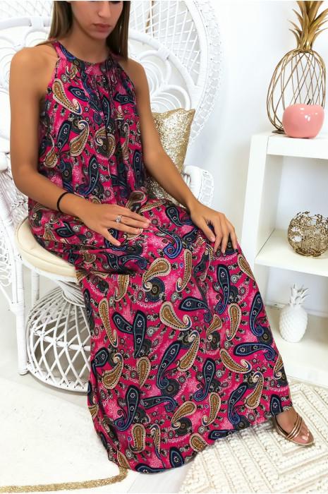 Longue robe fuchsia avec un magnifique motif très tendance