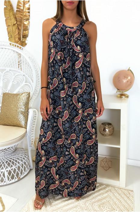Longue robe marine avec un magnifique motif très tendance