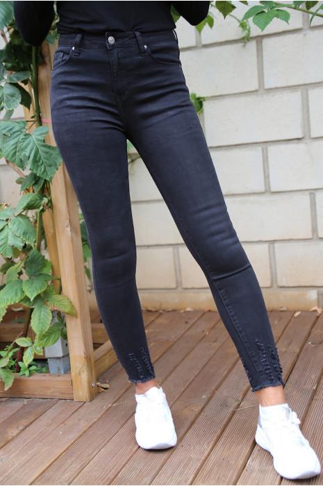 Jeans slim noir effilé en bas. a1072-1