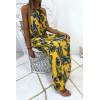 Longue robe jaune avec joli motif fleuris très à la mode
