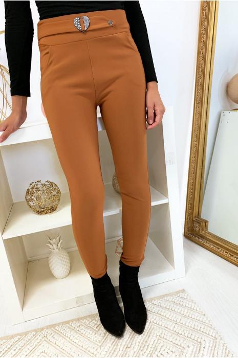 Pantalon slim camel avec poche et ceinture coeur en strass 6991