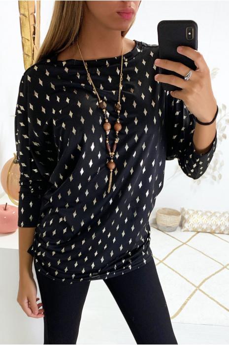 Blouse noir manche chauve souris avec motif losange doré et collier
