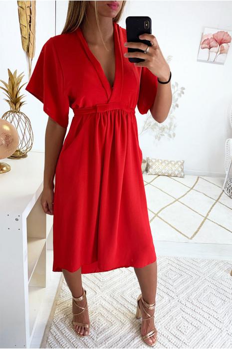 Robe 3/4 asymétrique en rouge avec col V, ceinture et poche