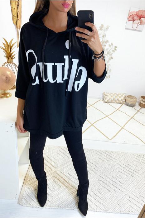 Mooie losse zwarte sweater met grote letters en capuchon