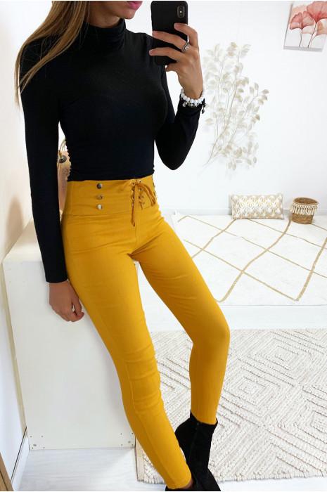 Sublime pantalon slim moutarde avec lacet et boutons avec poches arrières. 9-234