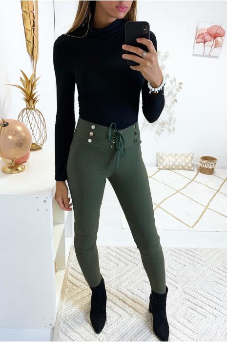 Sublime pantalon slim kaki avec lacet et boutons avec poches arrières. 9-234