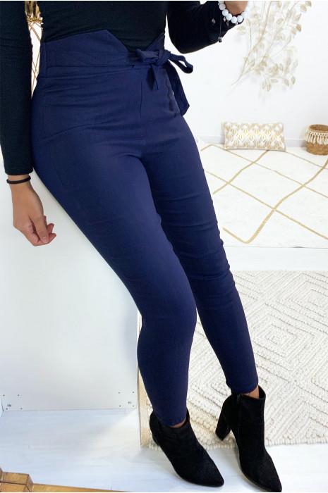 Pantalon slim marine en stretch avec coupe V à la taille
