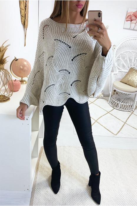Magnifique pull poncho beige avec de joli motif tressé. Mode femme