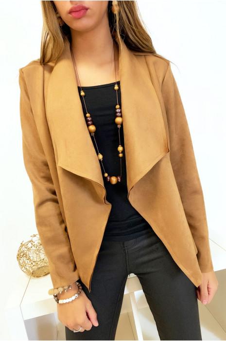 Jolie veste blazer en suédine camel avec col revers. Mode femme fashion