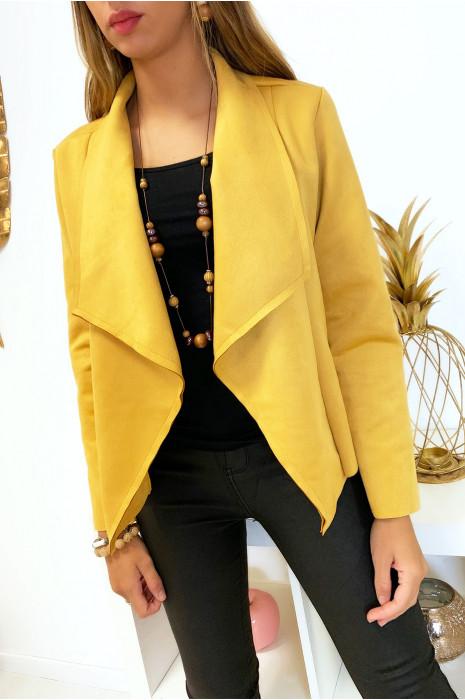 Jolie veste blazer en suédine moutarde avec col revers. Mode femme fashion