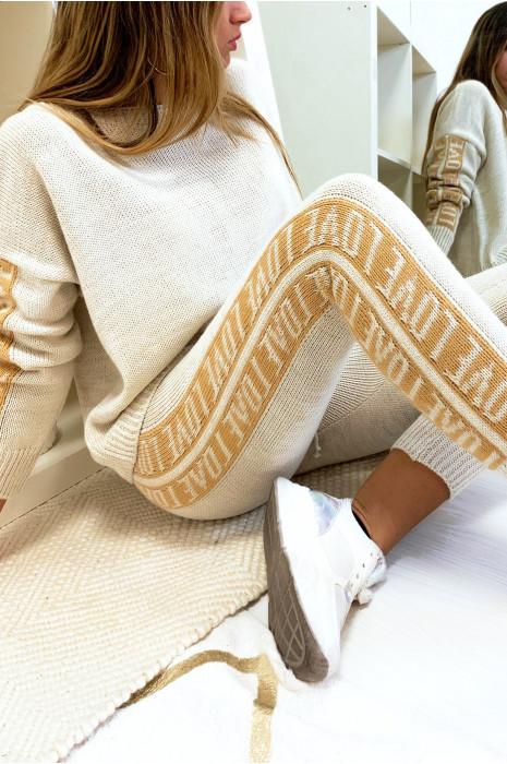 Pull ample en beige avec écriture love aux manches