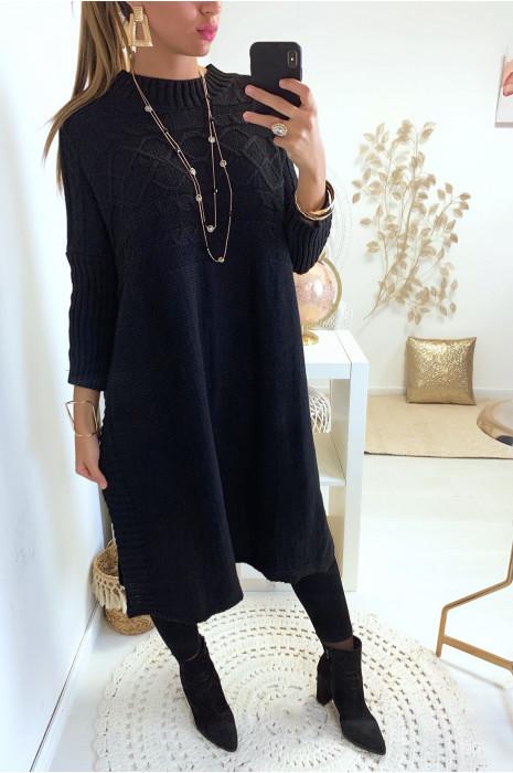 Magnifique robe tunique pull noir très fashion avec fente sur les cotés