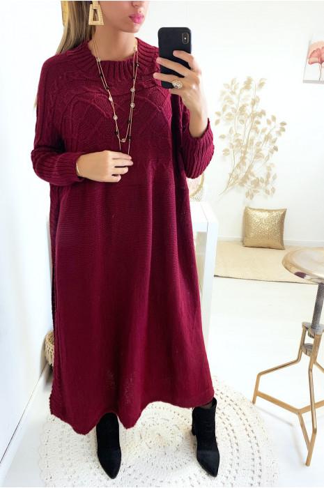 Magnifique robe tunique pull bordeaux très fashion avec fente sur les cotés